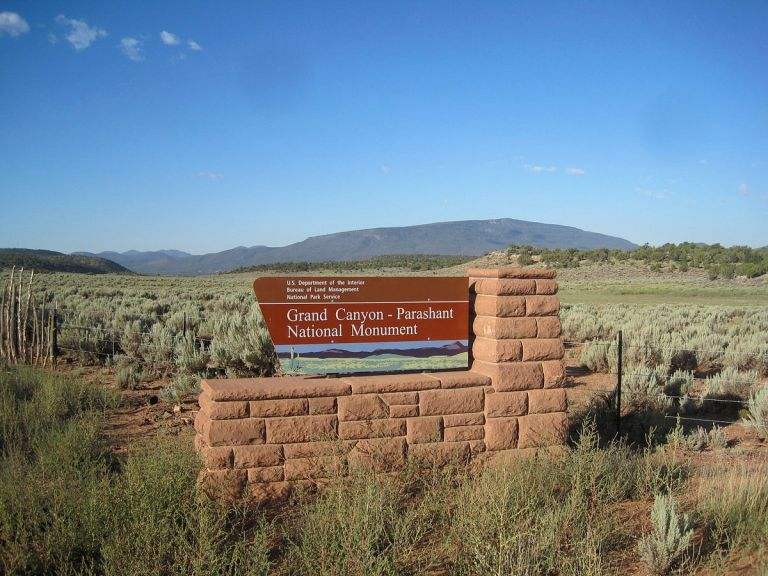 1200px-grand_canyon_parashant_sign2c_arizona